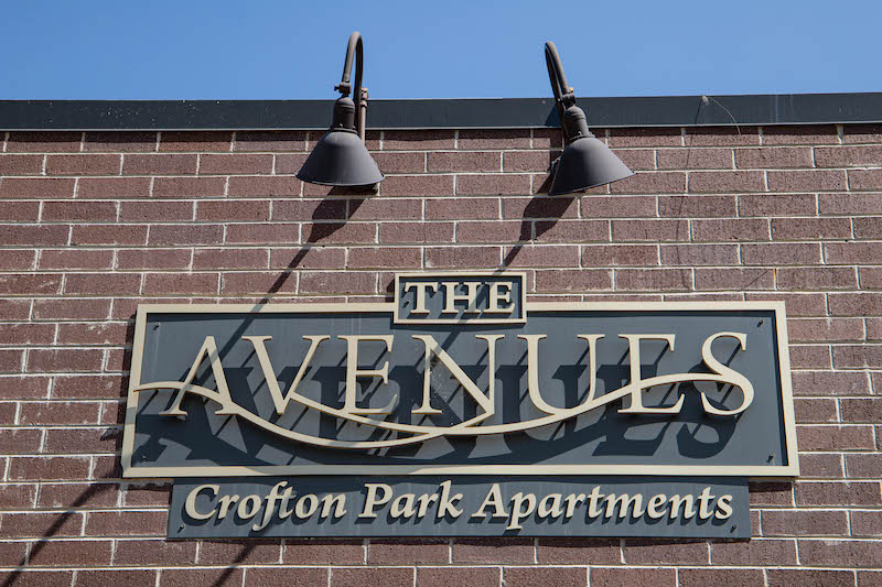 Avenues Sign